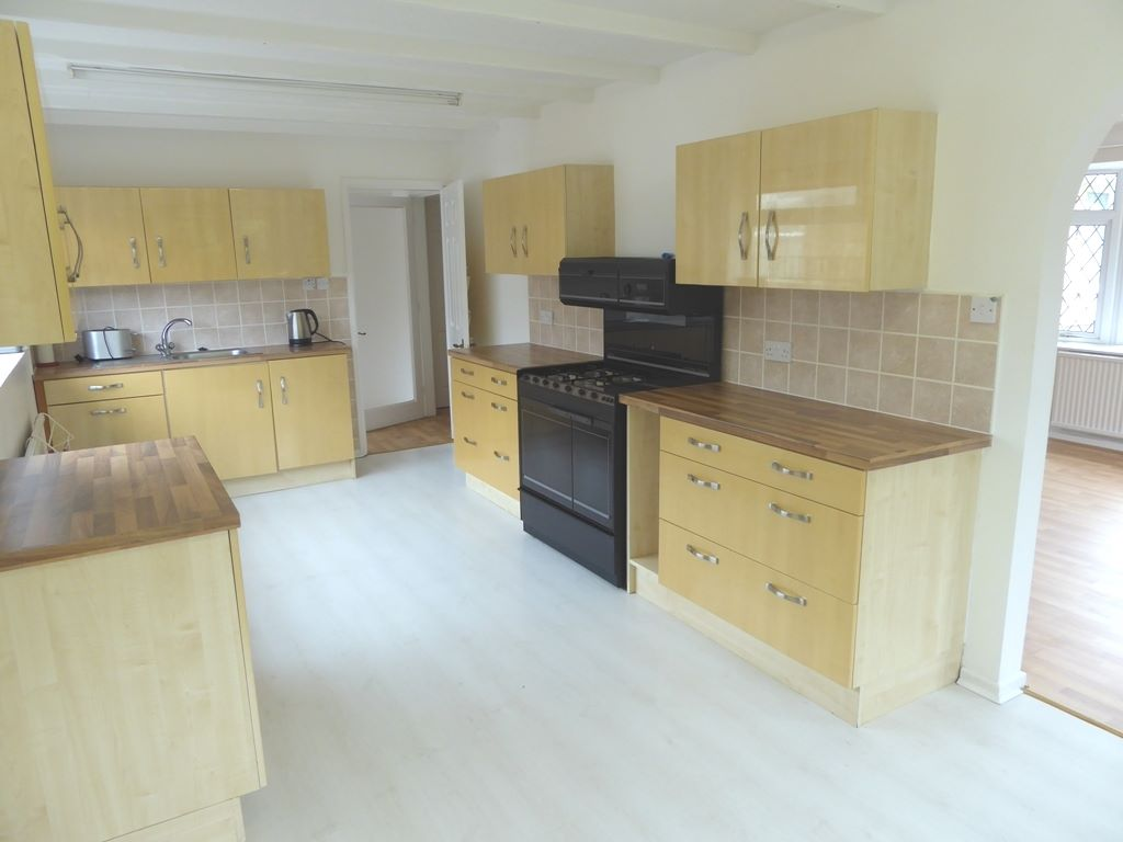 2 bedroom detached bungalow For Sale in Rhyl - Photograph 6