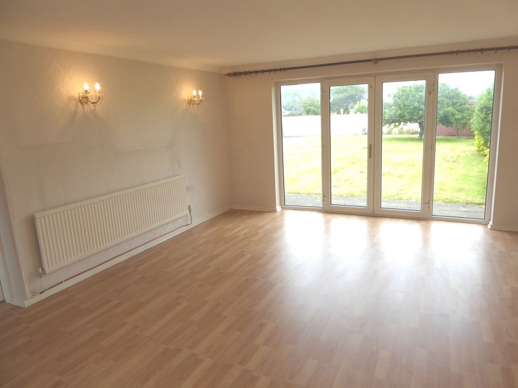 2 bedroom detached bungalow For Sale in Rhyl - Photograph 3