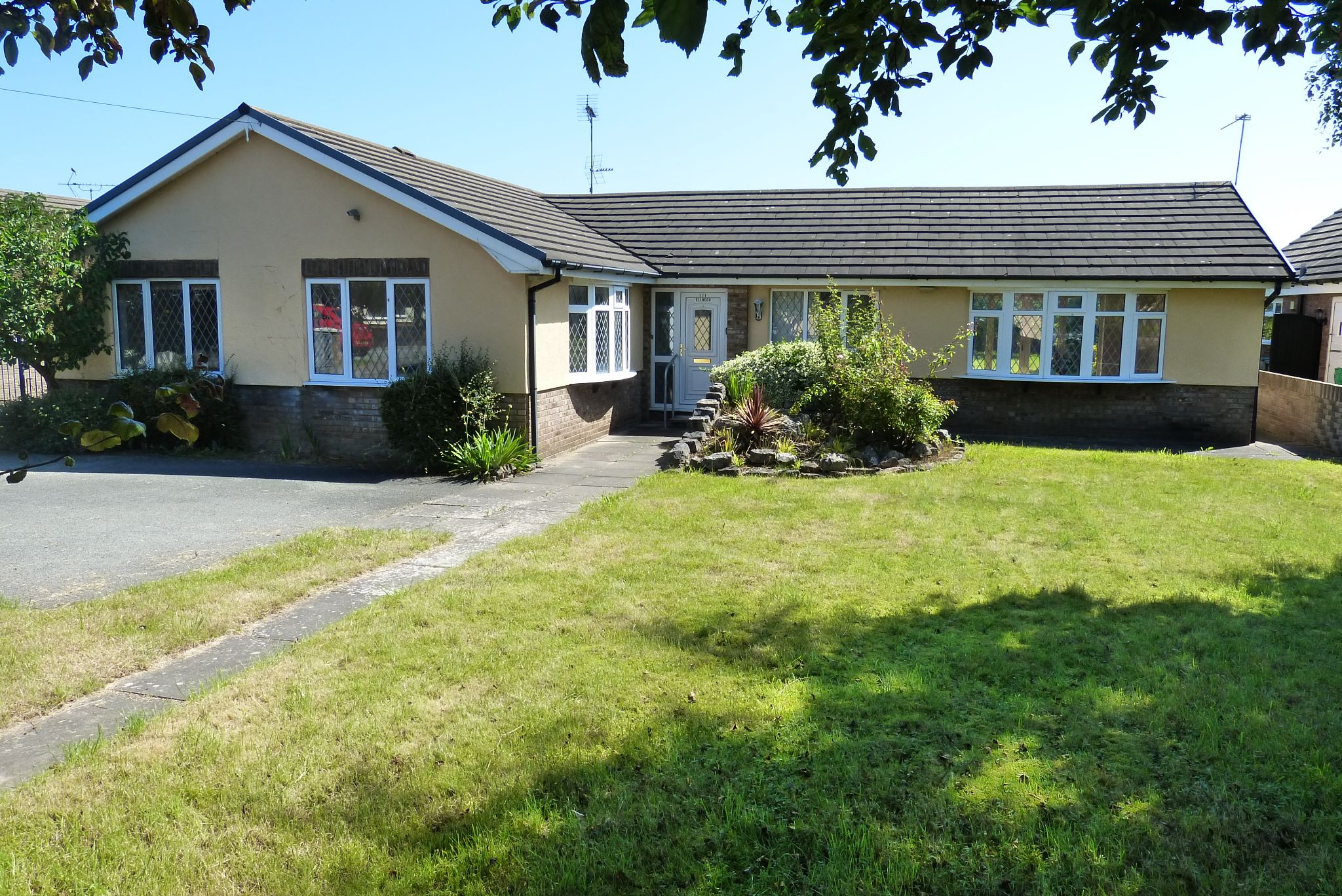2 bedroom detached bungalow For Sale in Rhyl - Photograph 1