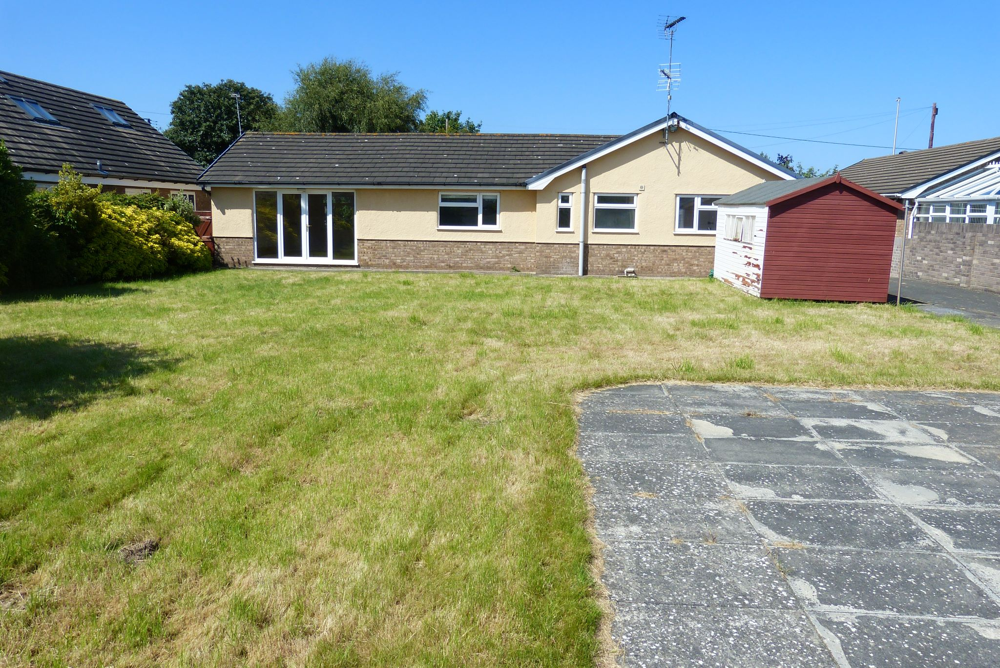 2 bedroom detached bungalow For Sale in Rhyl - Photograph 12