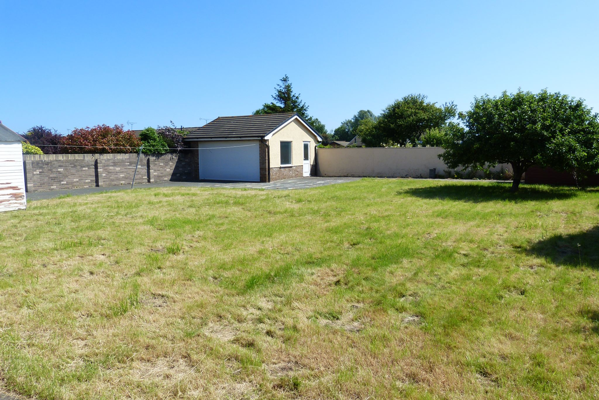 2 bedroom detached bungalow For Sale in Rhyl - Photograph 13