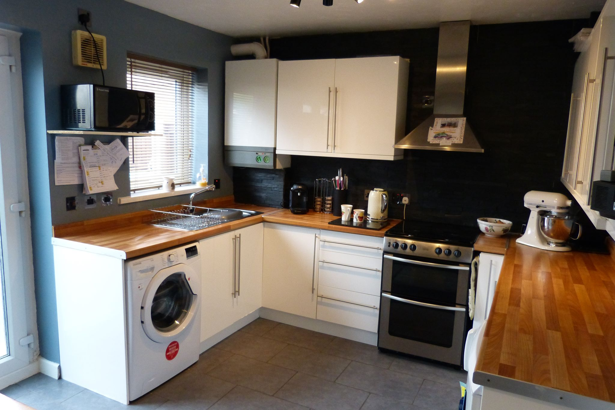 2 bedroom end terraced house For Sale in Abergele - Photograph 6