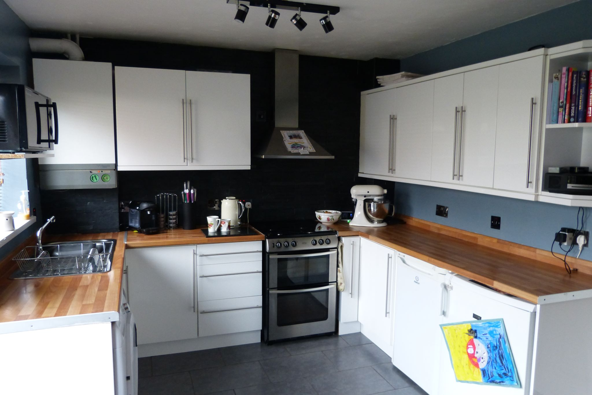 2 bedroom end terraced house For Sale in Abergele - Photograph 5