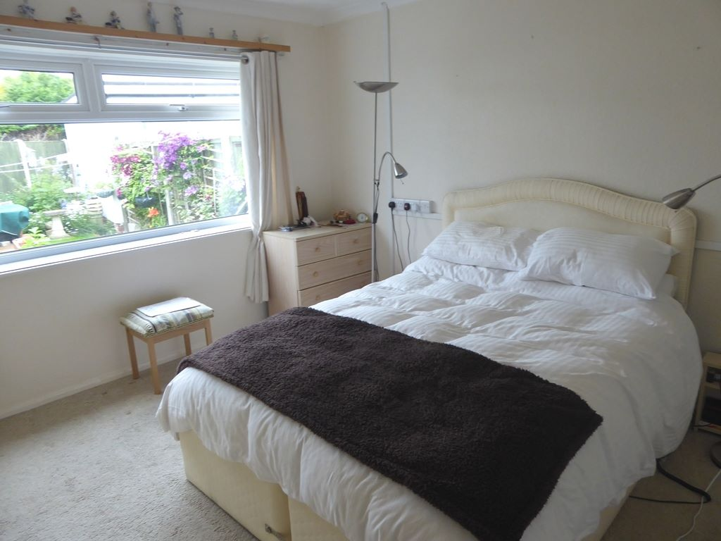 2 bedroom detached bungalow For Sale in Abergele - Photograph 9