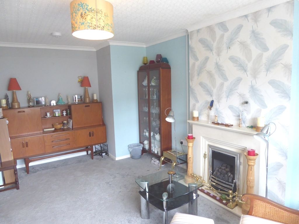 2 bedroom detached bungalow For Sale in Abergele - Photograph 3
