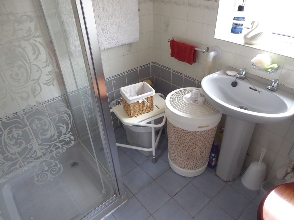 2 bedroom detached bungalow For Sale in Abergele - Photograph 6