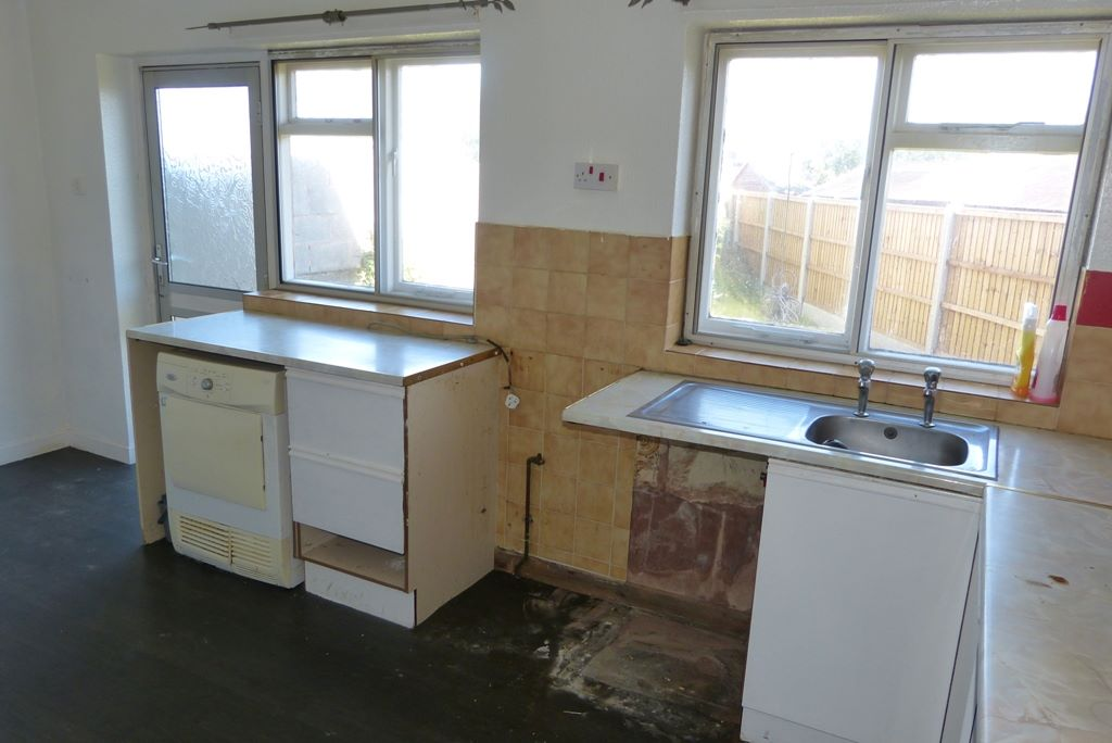 3 bedroom semi-detached house For Sale in Abergele - Photograph 4