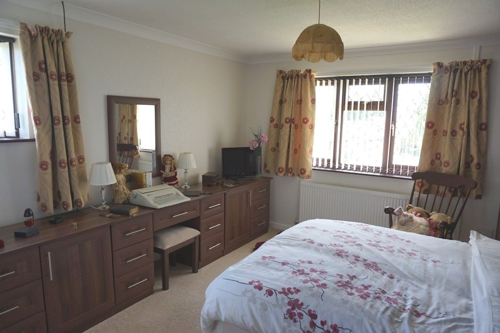 3 bedroom detached bungalow For Sale in Abergele - Photograph 7
