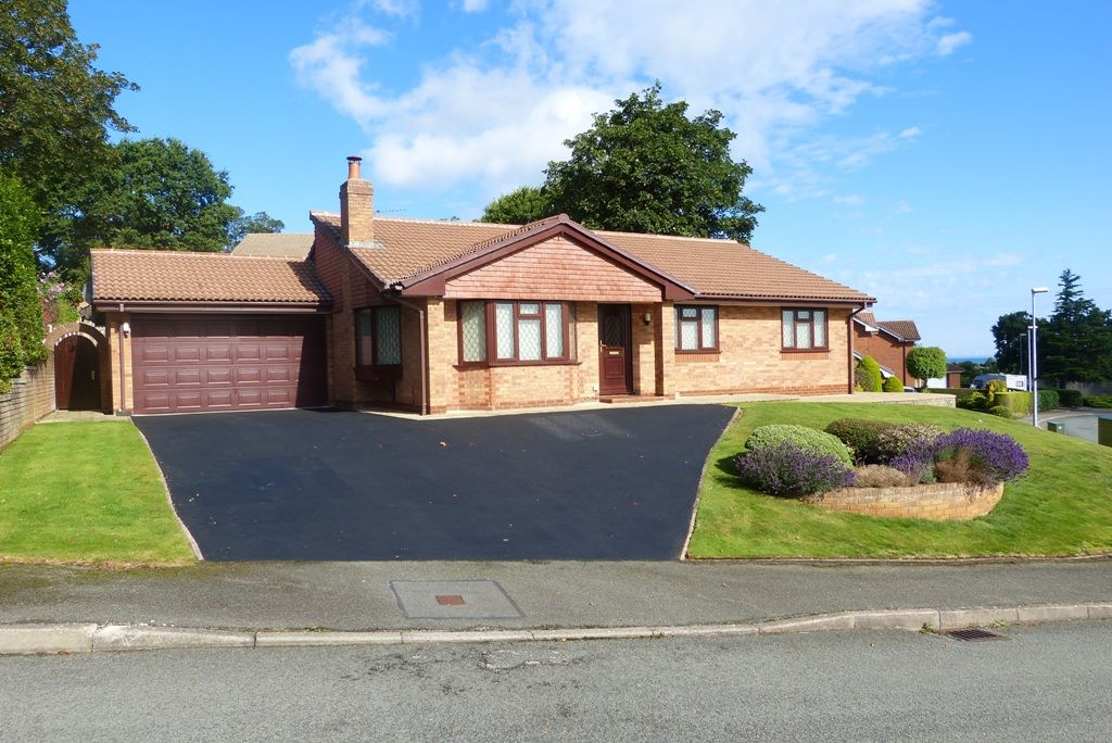 3 bedroom detached bungalow For Sale in Abergele - Property photograph