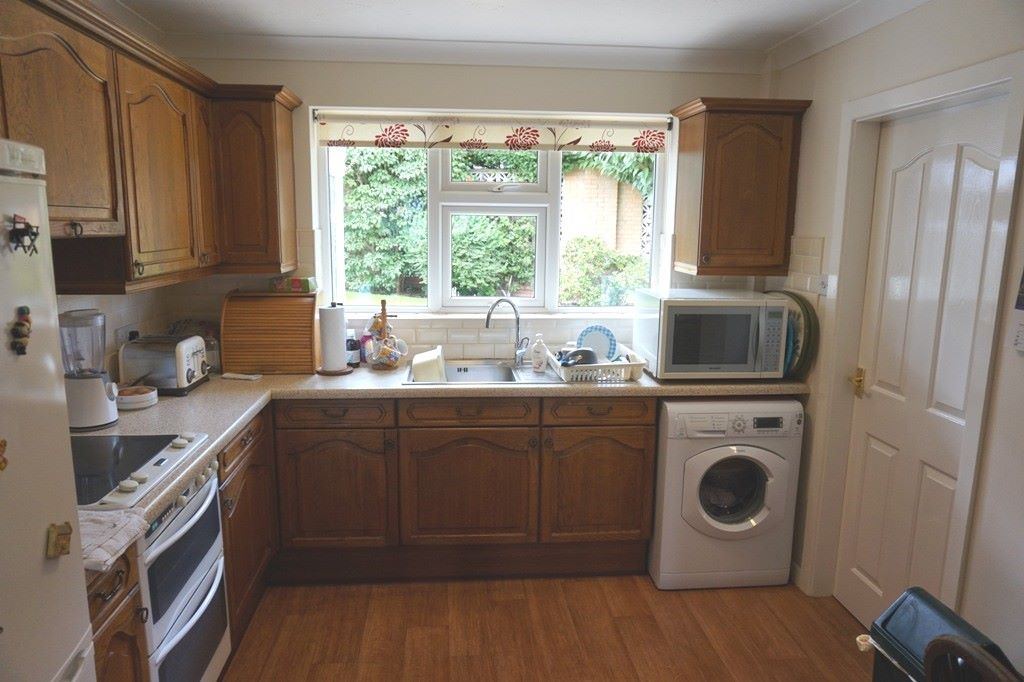 3 bedroom detached bungalow For Sale in Abergele - Photograph 3