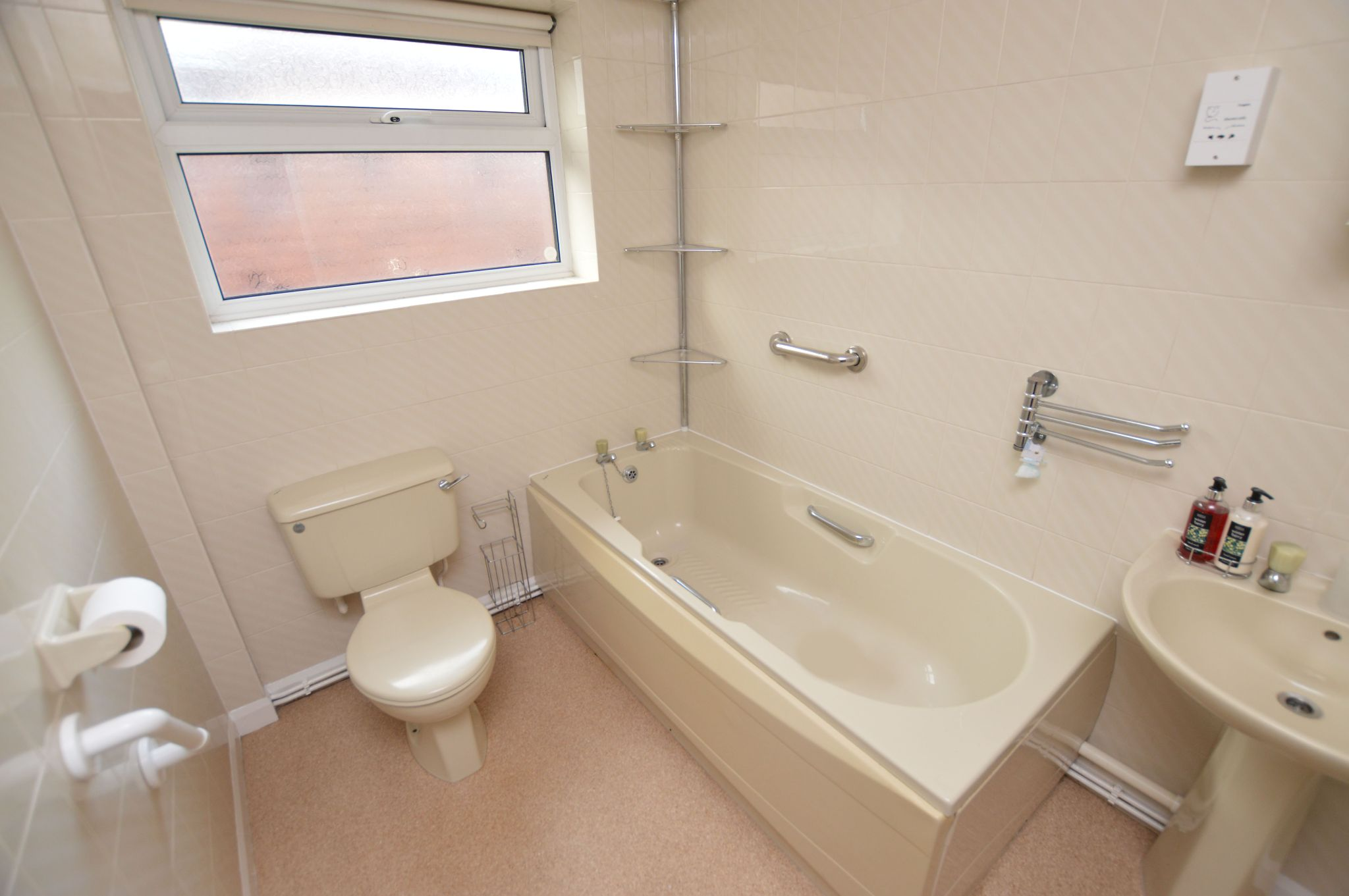 2 bedroom detached bungalow Under Offer in Abergele - Bathroom