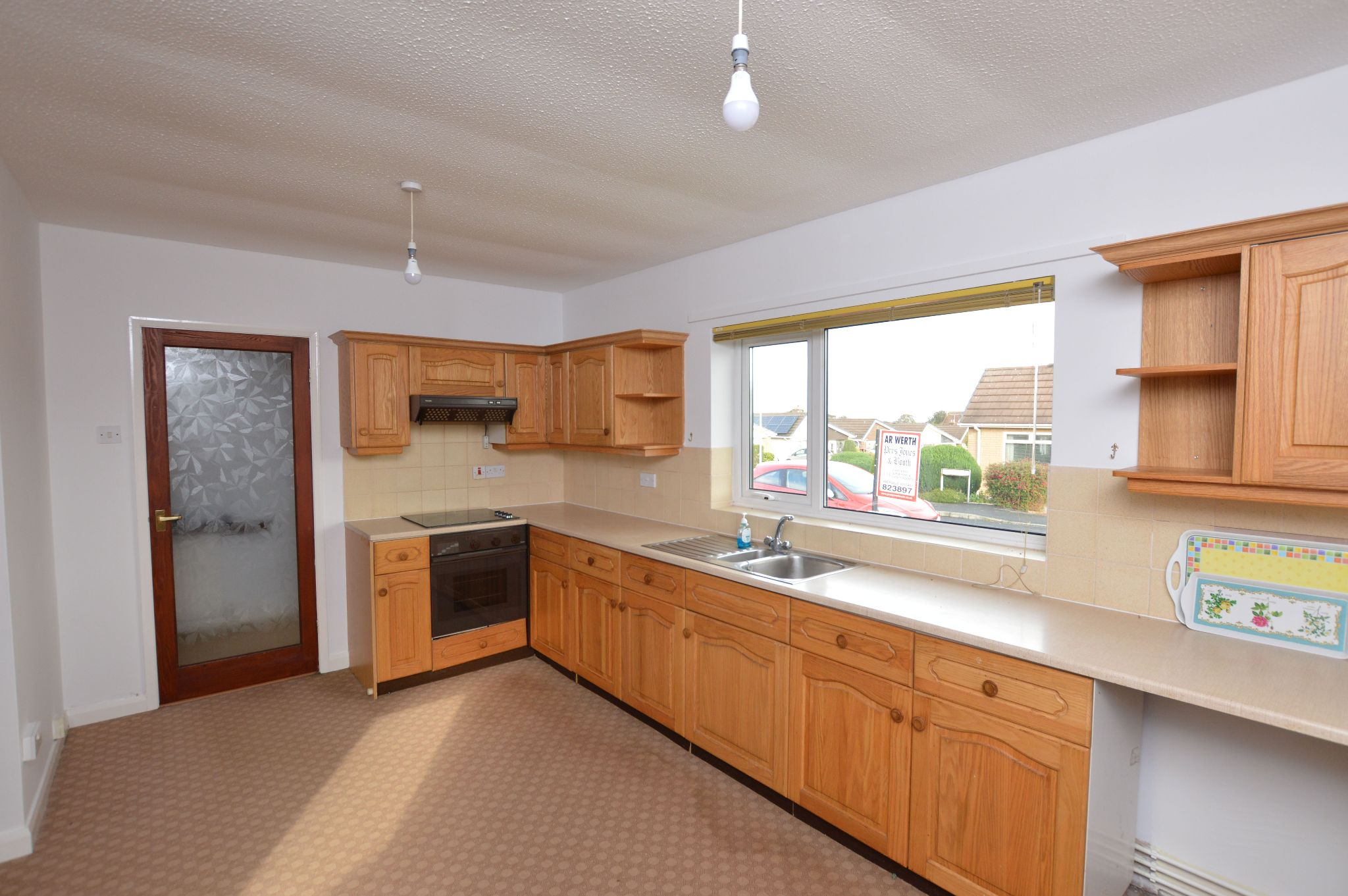 2 bedroom detached bungalow Under Offer in Abergele - Kitchen View 2