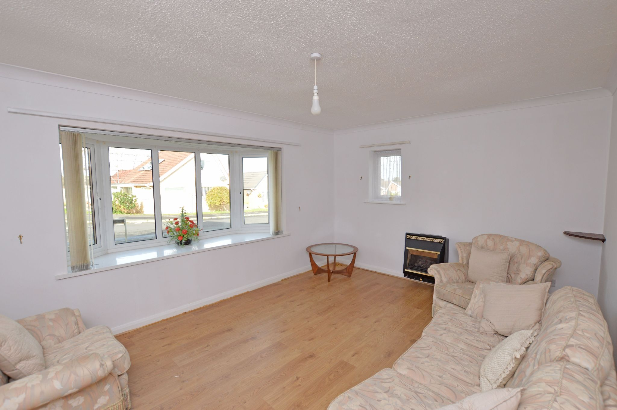 2 bedroom detached bungalow Under Offer in Abergele - Lounge