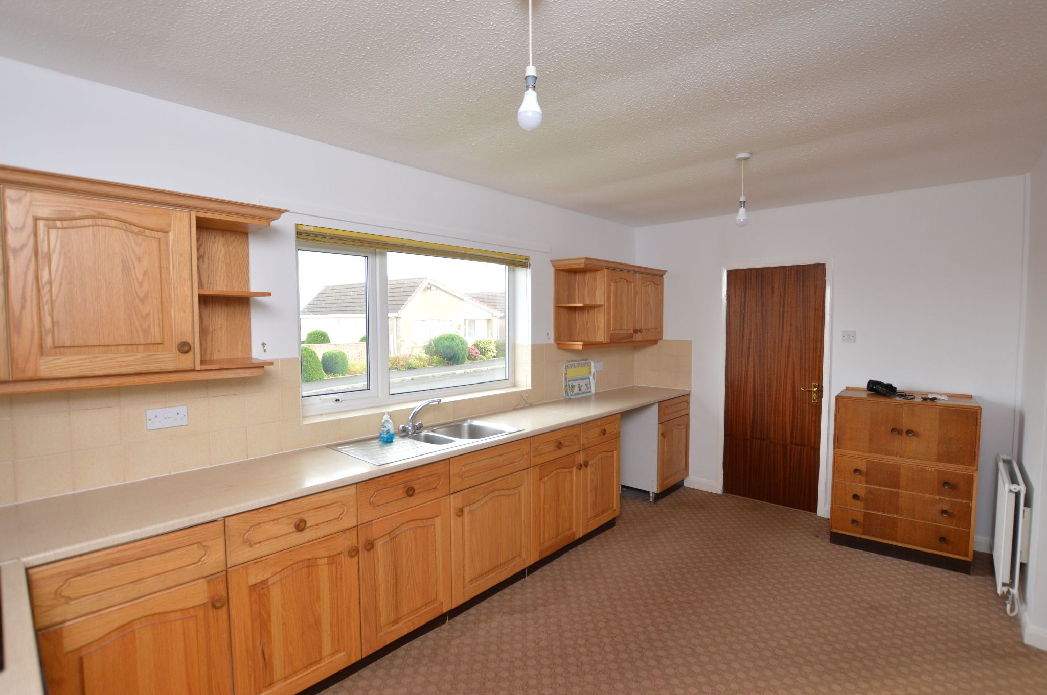 2 bedroom detached bungalow Under Offer in Abergele - Kitchen