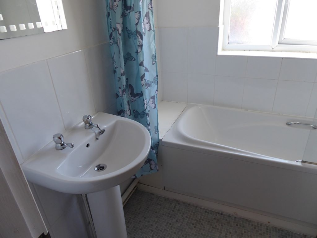 2 bedroom end terraced house Under Offer in Abergele - Photograph 5