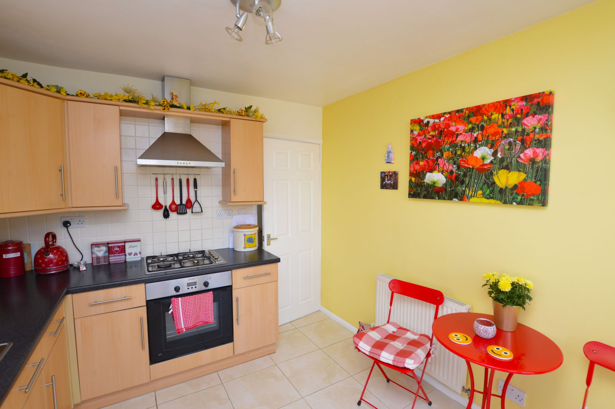 2 bedroom detached bungalow For Sale in Abergele - Kitchen View 3