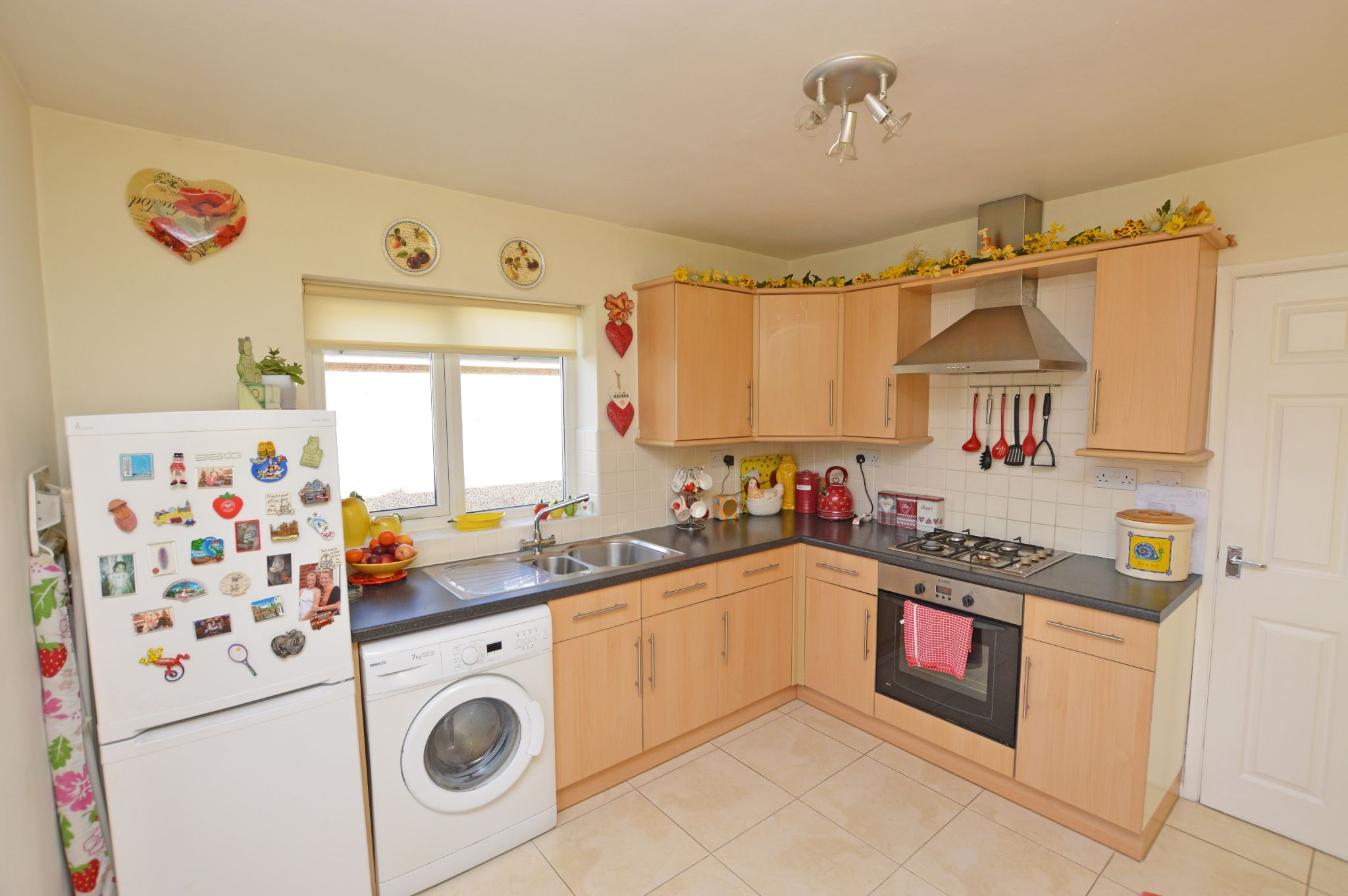 2 bedroom detached bungalow For Sale in Abergele - Kitchen View 2