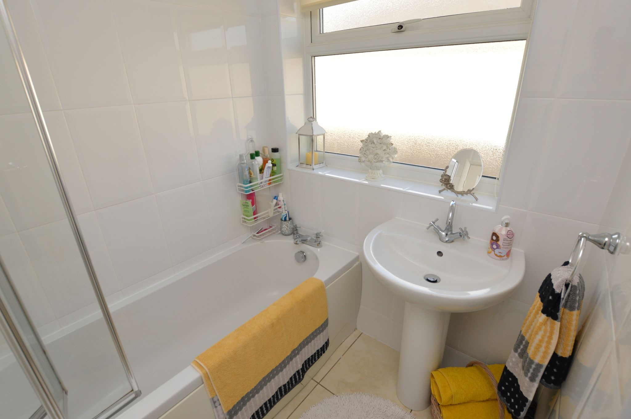 2 bedroom detached bungalow For Sale in Abergele - Bathroom