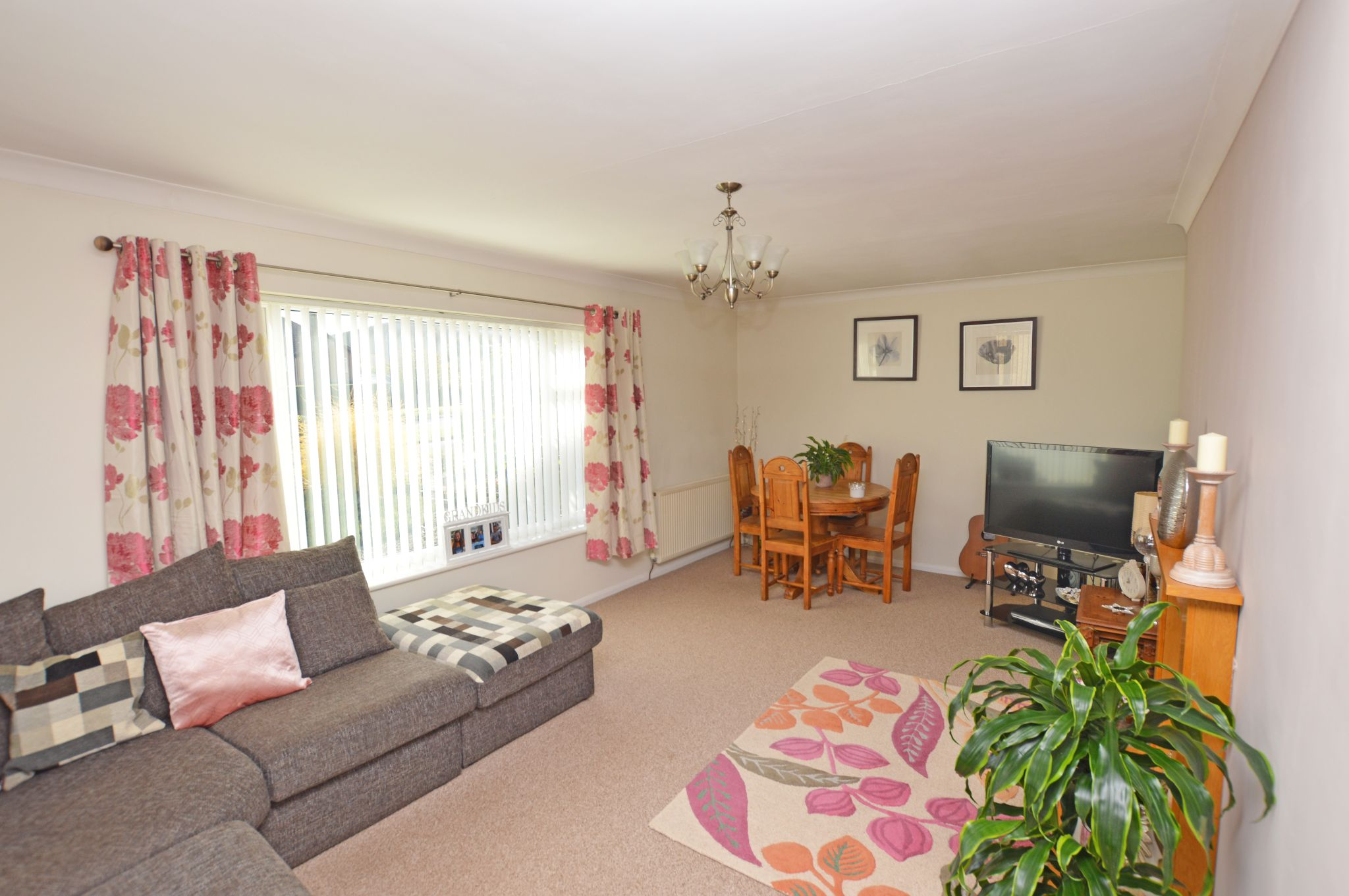 2 bedroom detached bungalow For Sale in Abergele - Lounge