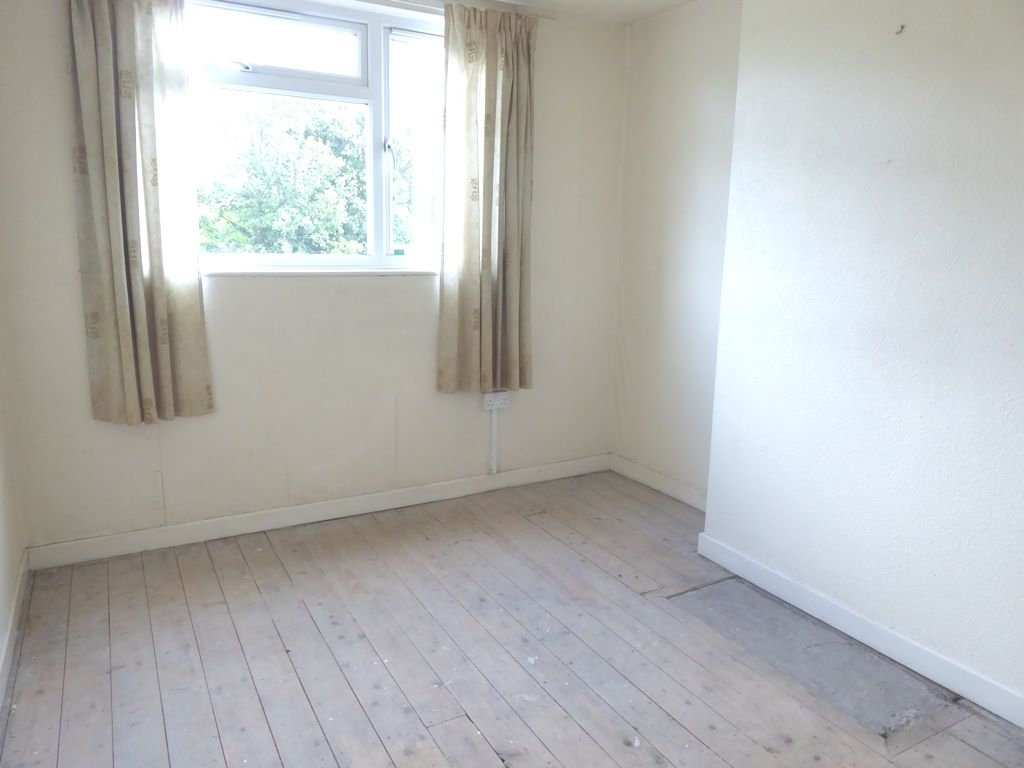 3 bedroom semi-detached house SSTC in Abergele - Photograph 8