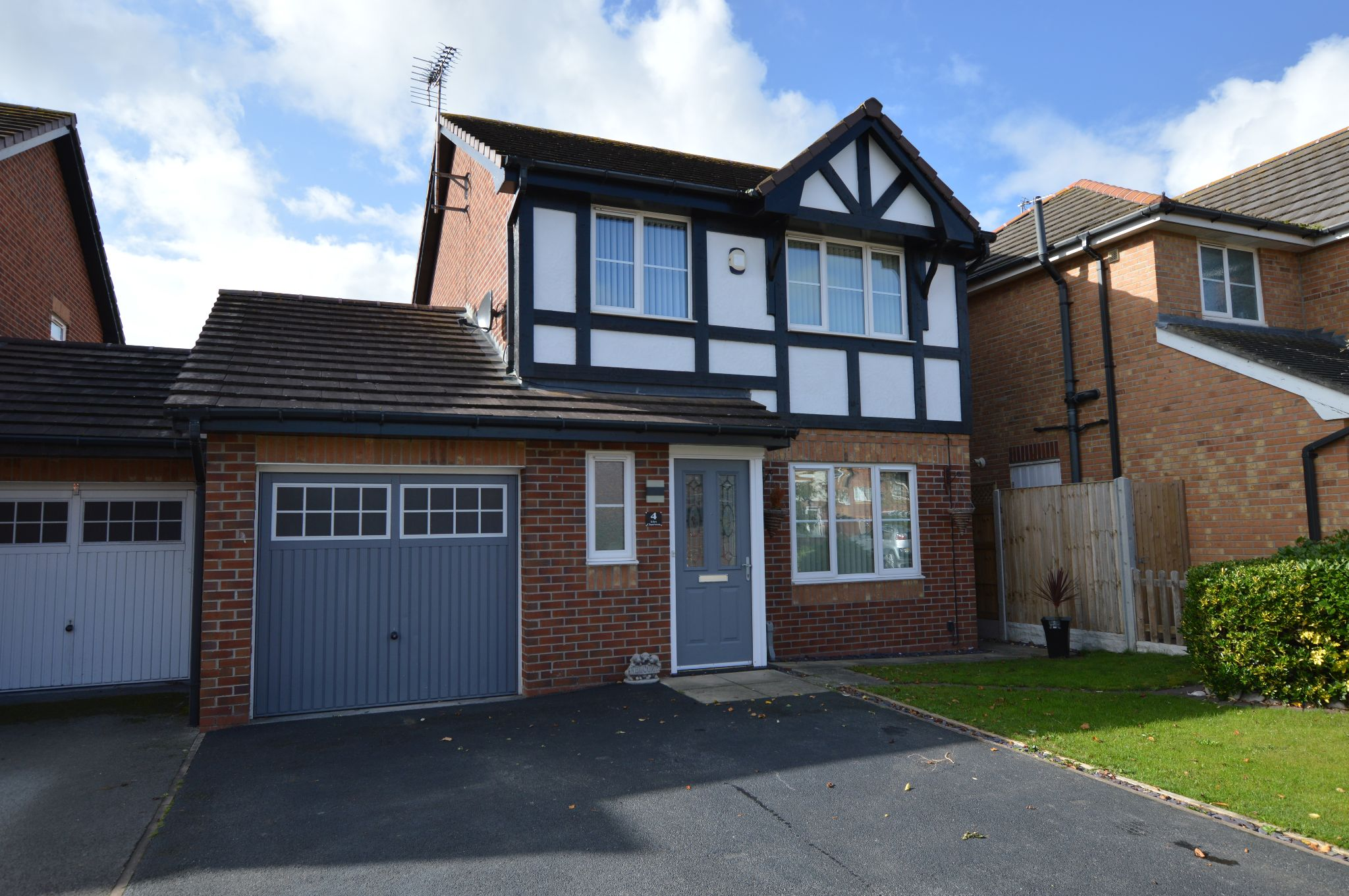 3 bedroom detached house For Sale in Rhyl - Front Aspect