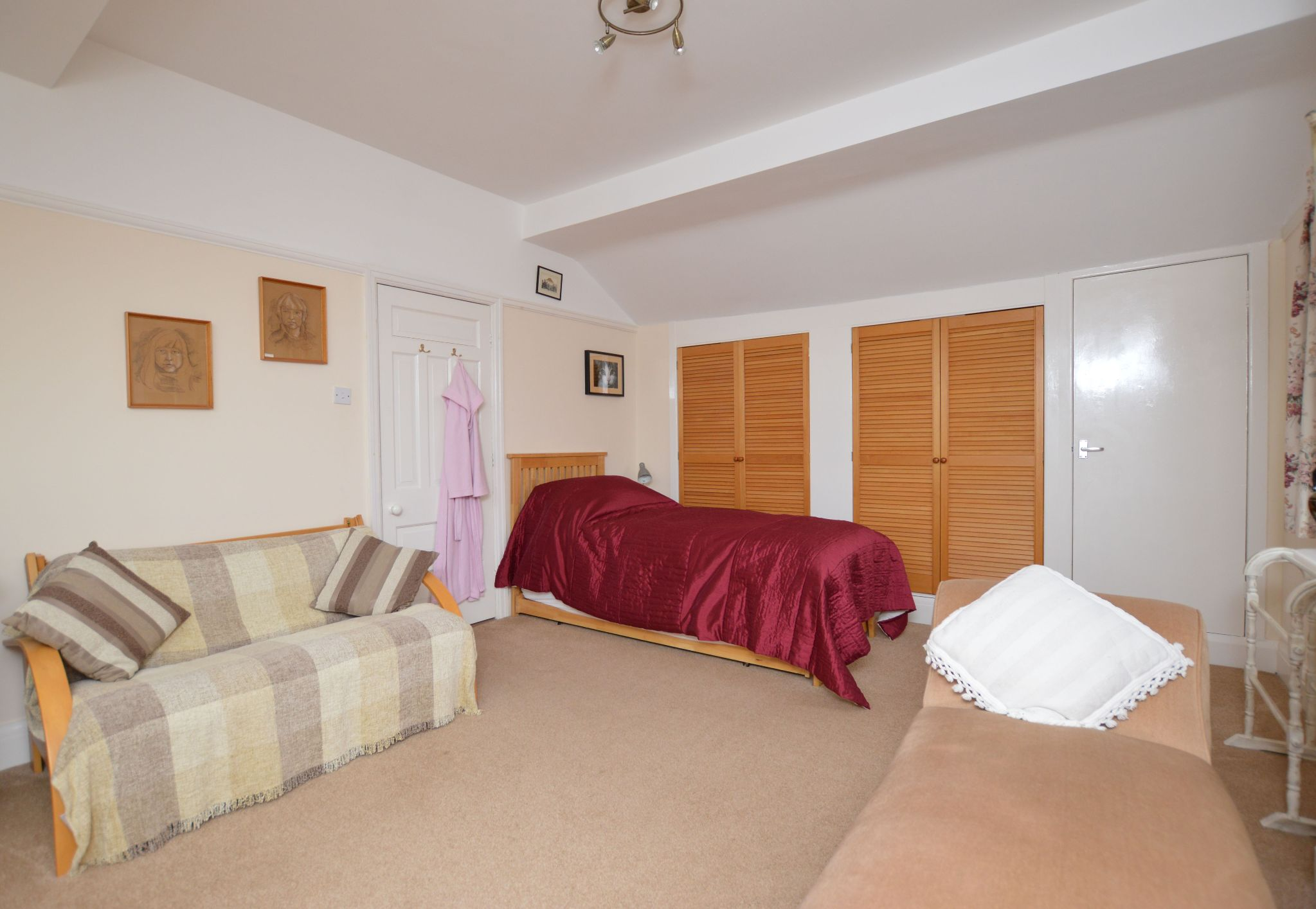 4 bedroom detached bungalow For Sale in Abergele - Bedroom 2 View 3
