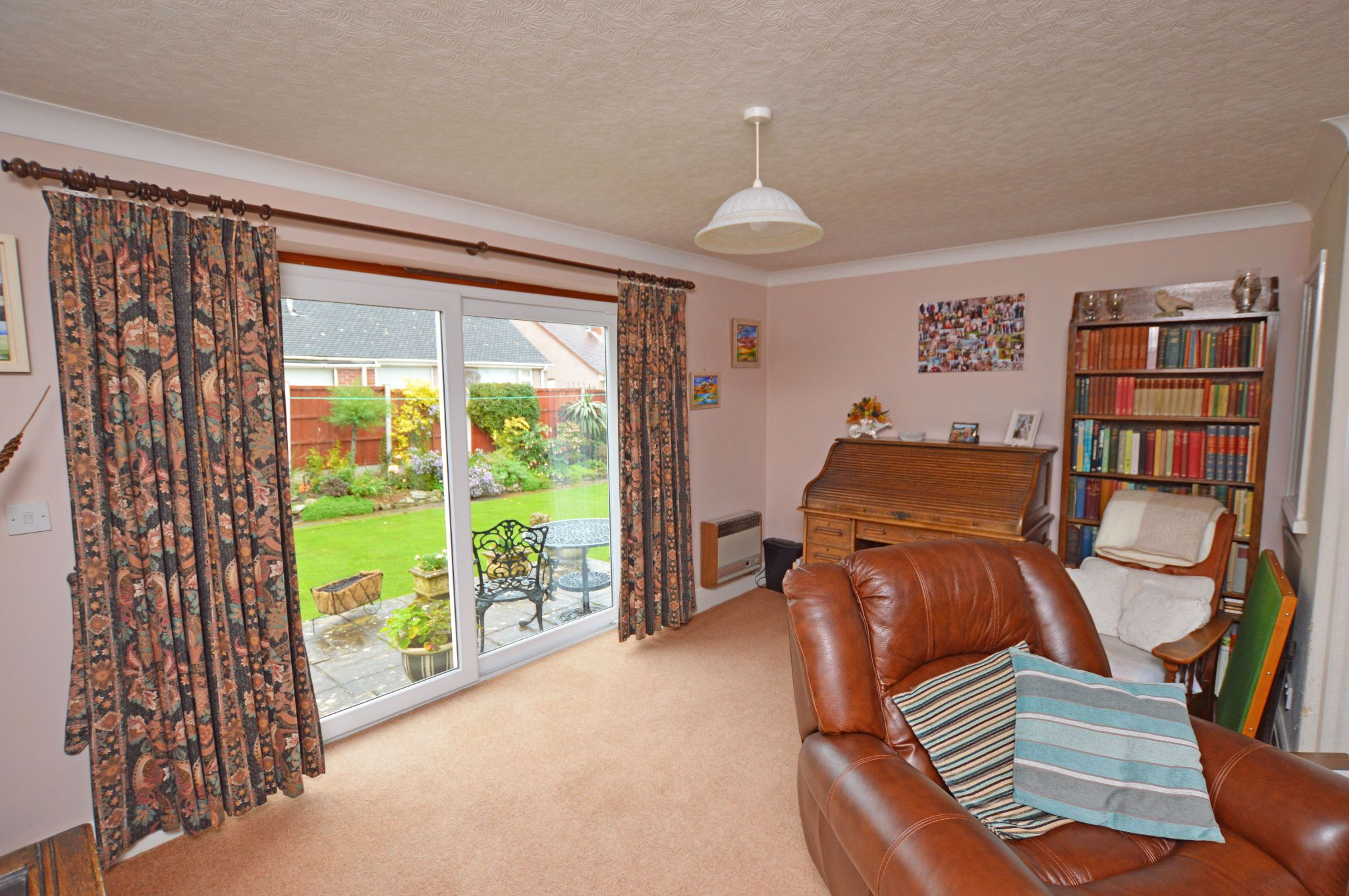 4 bedroom detached bungalow For Sale in Abergele - Dining Area