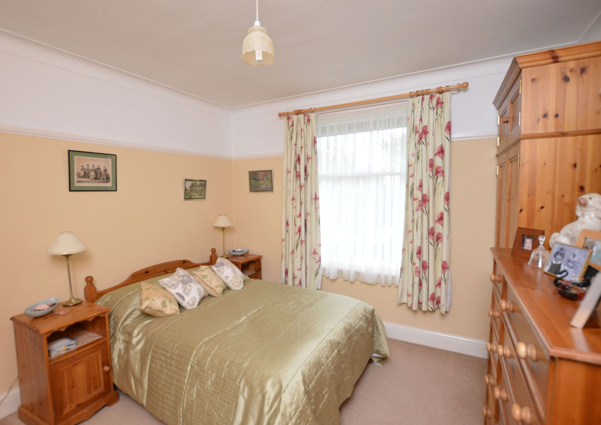 4 bedroom detached bungalow For Sale in Abergele - Bedroom 3 View 2
