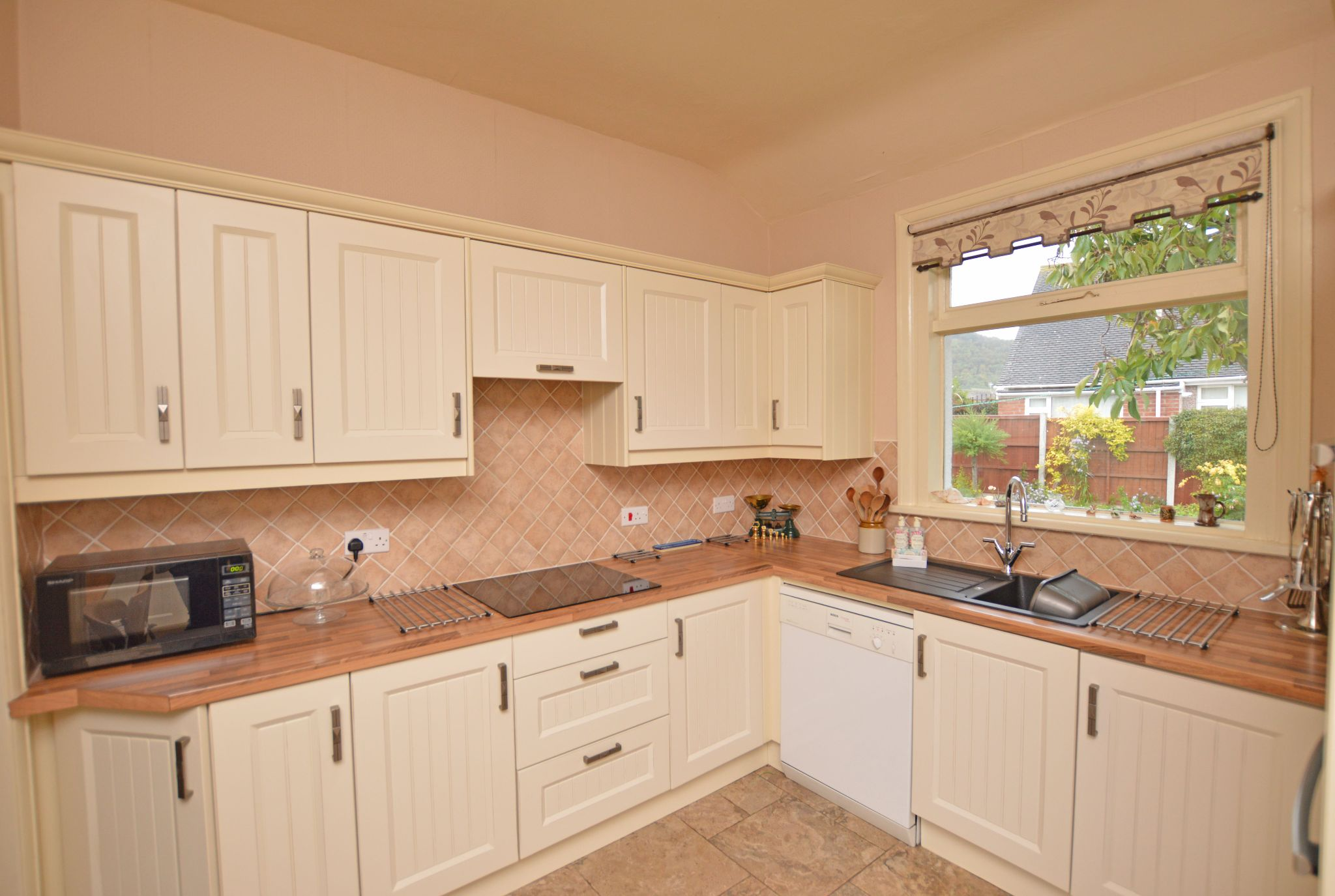 4 bedroom detached bungalow For Sale in Abergele - Kitchen View 2