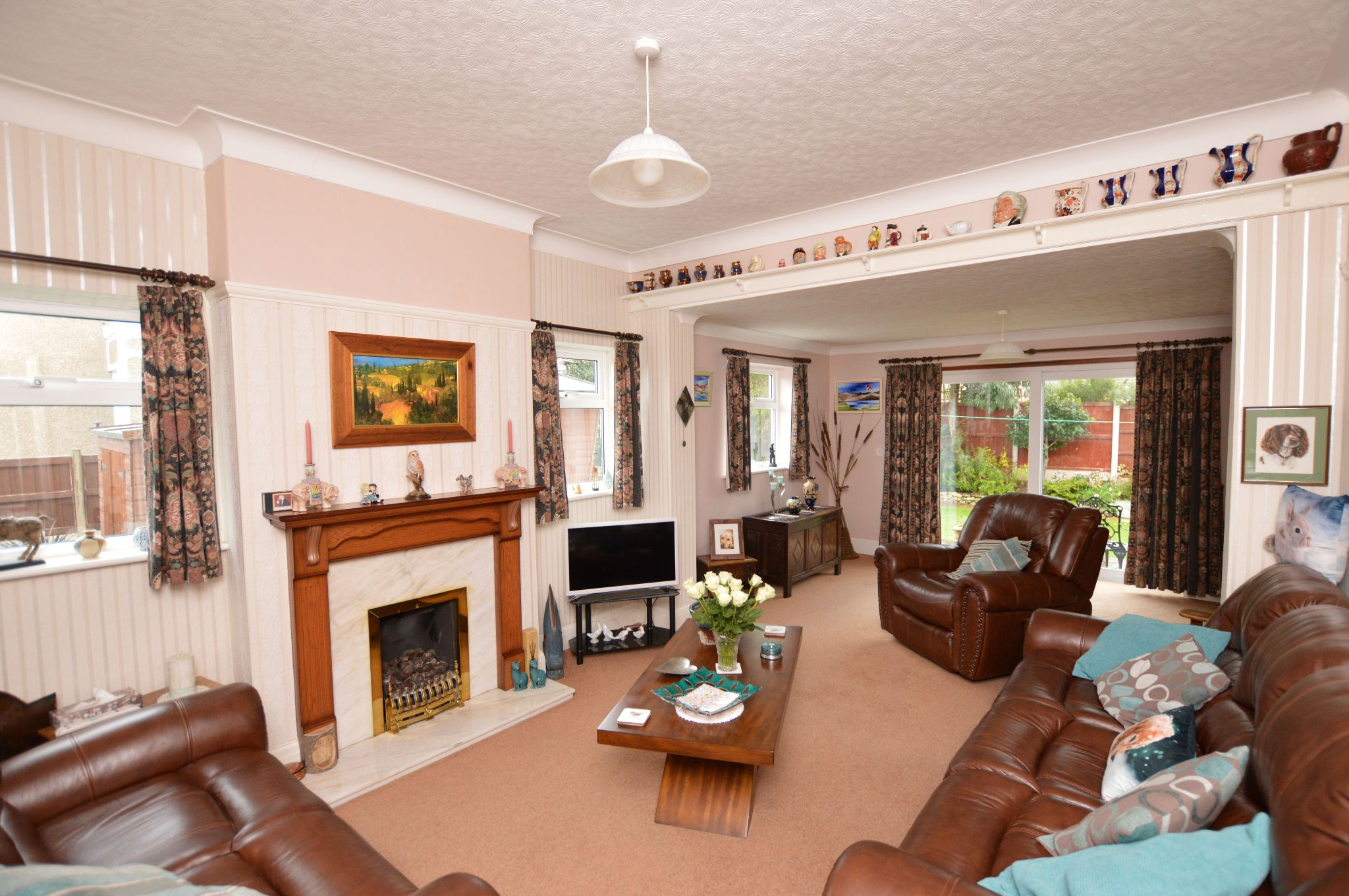 4 bedroom detached bungalow For Sale in Abergele - Lounge