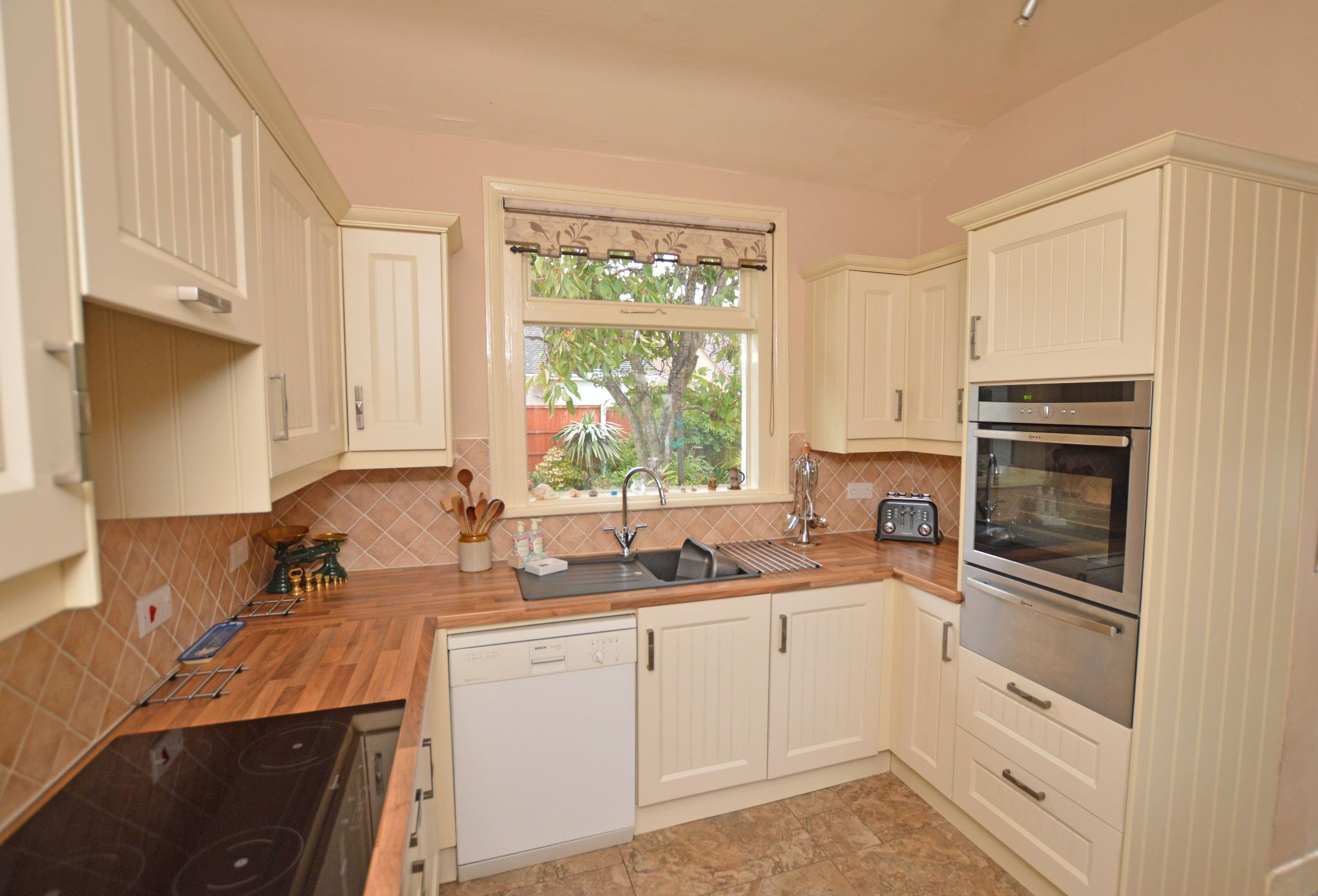 4 bedroom detached house For Sale in Abergele - Kitchen