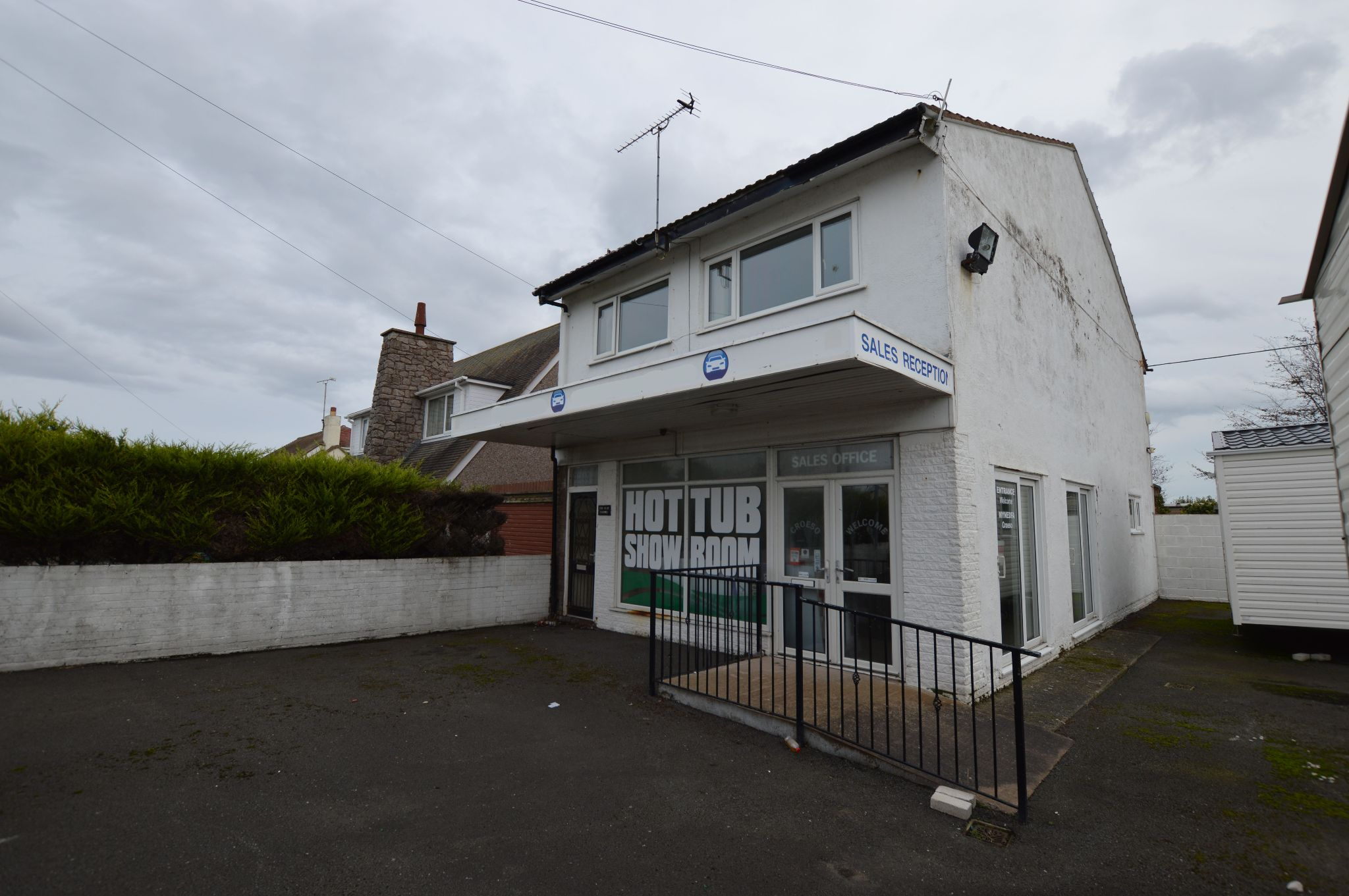 Office For Sale in Towyn - Front Aspect 2