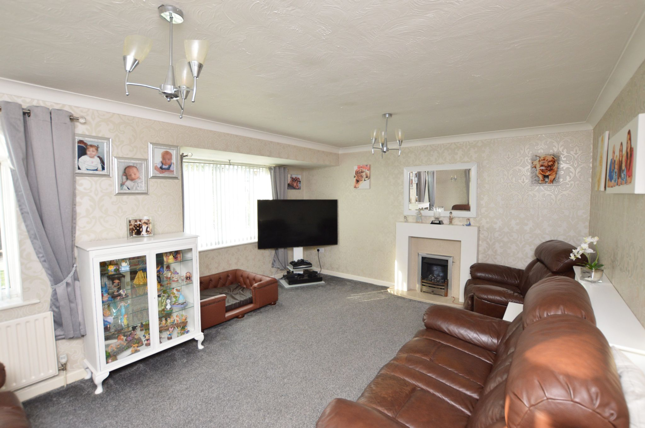 3 bedroom semi-detached house For Sale in Abergele - Property photograph