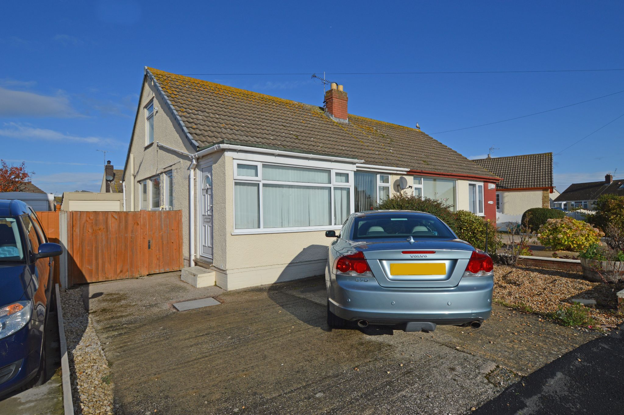 2 bedroom semi-detached bungalow Under Offer in Abergele - Front Aspect