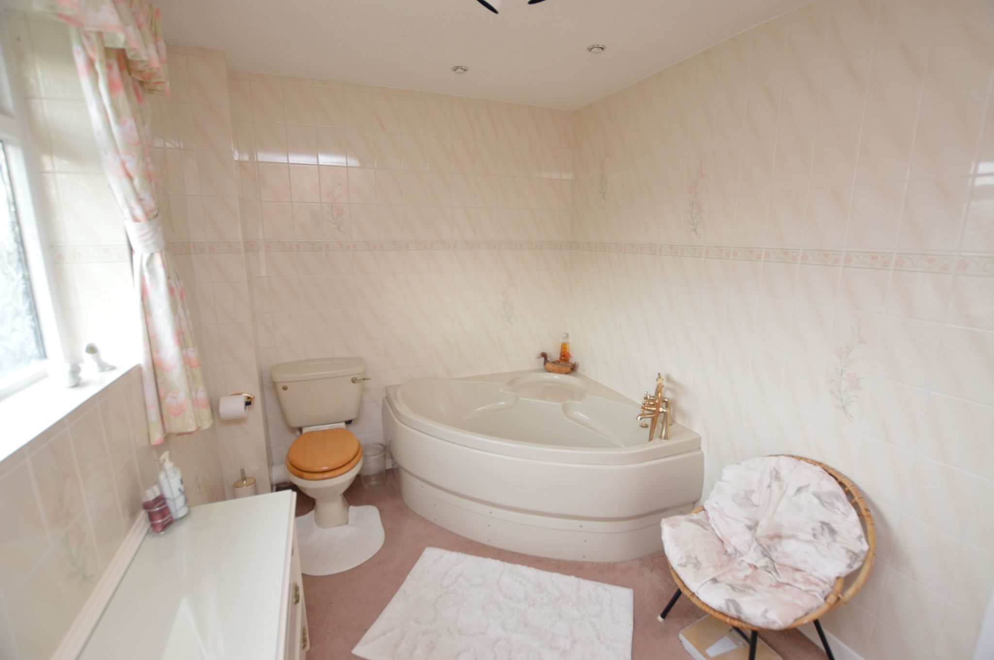 4 bedroom detached house For Sale in Abergele - Bathroom