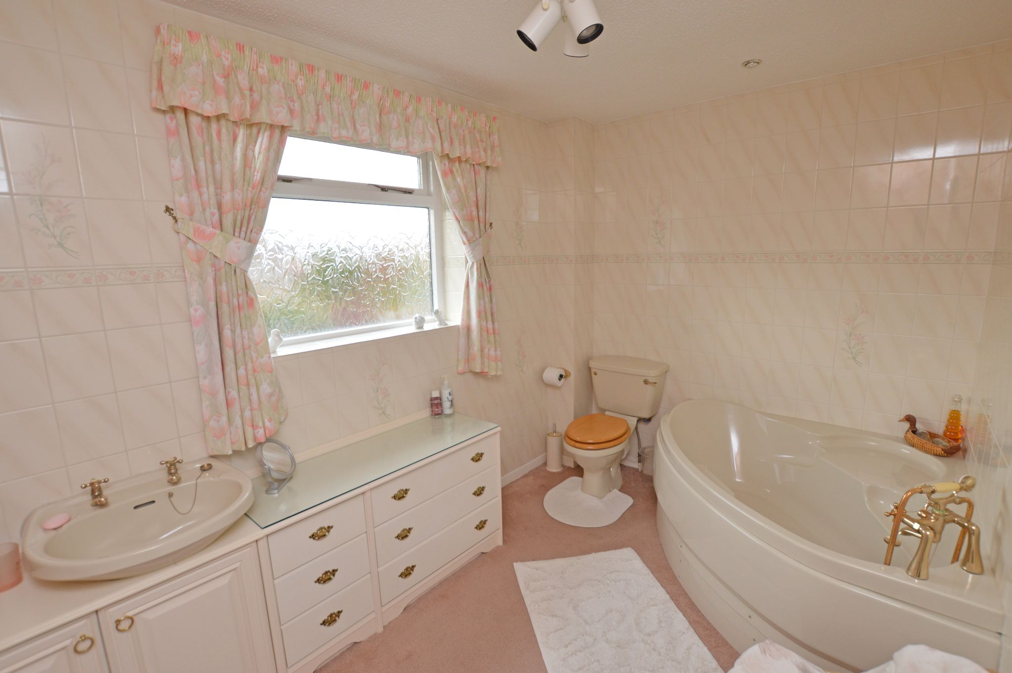 4 bedroom detached house For Sale in Abergele - Bathroom View 2