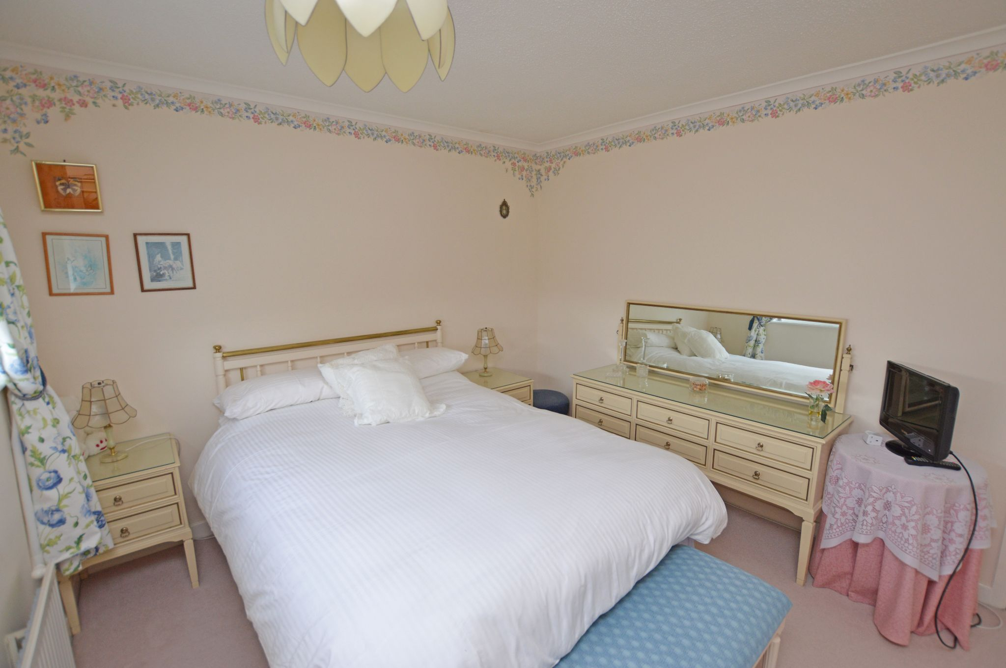4 bedroom detached house For Sale in Abergele - Bedroom 3 View 2