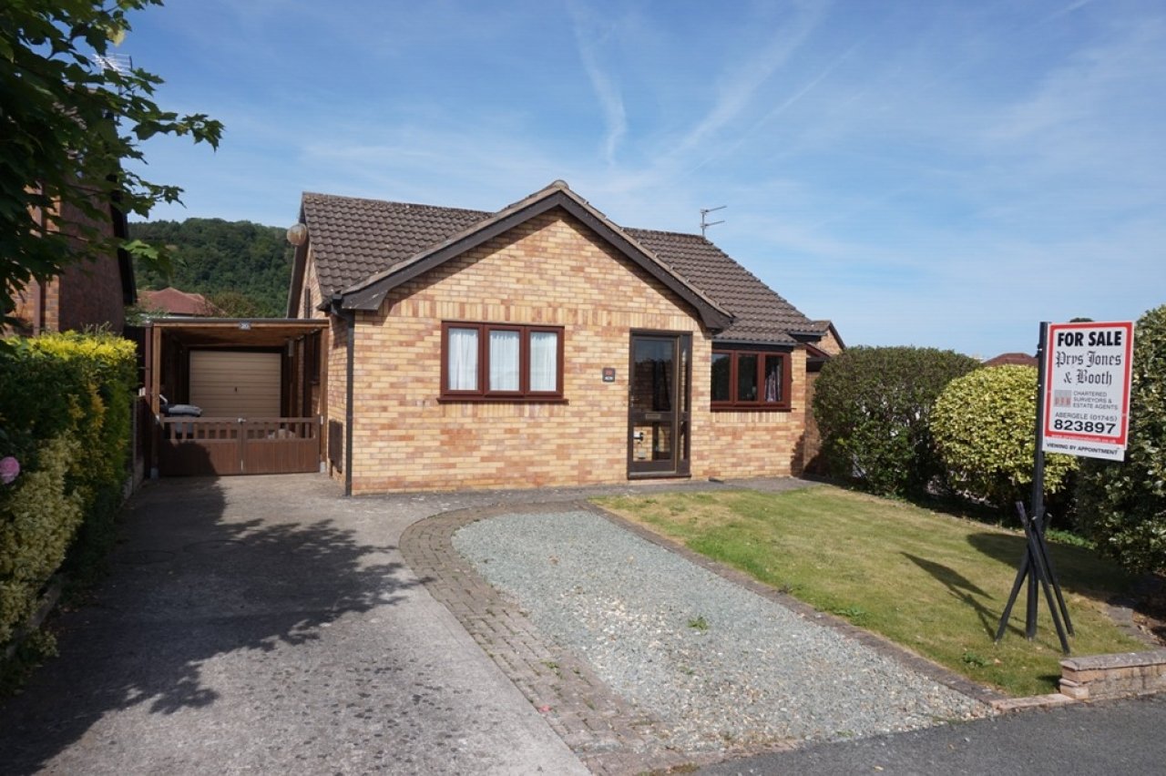 2 bedroom detached bungalow SSTC in Abergele - Main Image