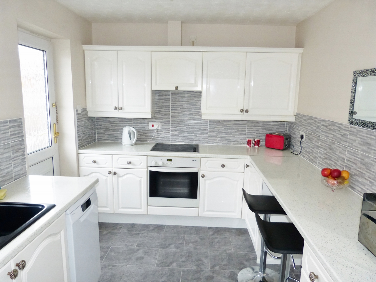 3 bedroom detached bungalow For Sale in Abergele - Photograph 4