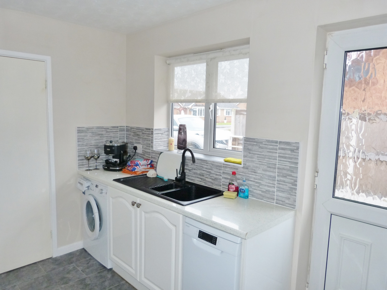 3 bedroom detached bungalow For Sale in Abergele - Photograph 6