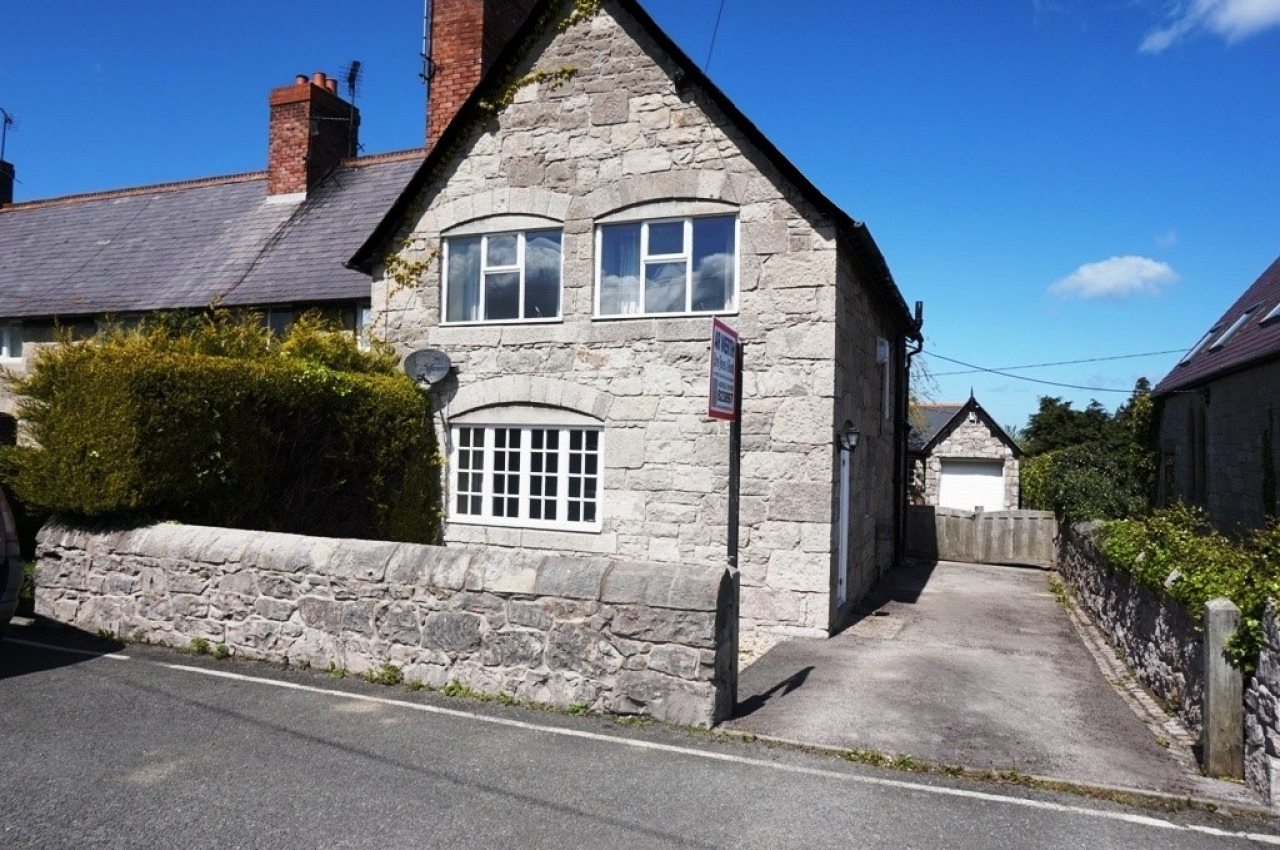 3 bedroom end terraced house Sold in Abergele - Photograph 1