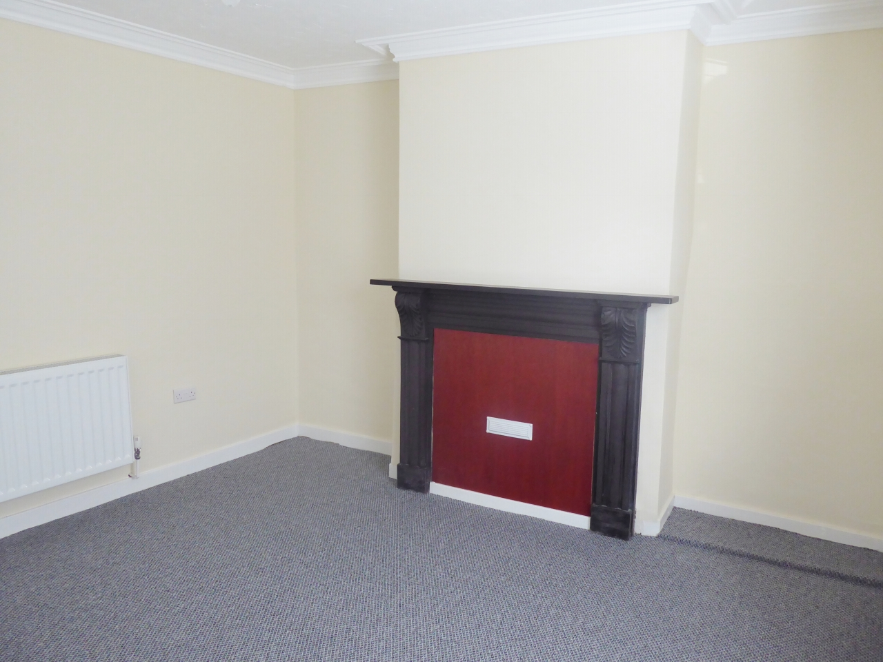 2 bedroom end terraced house For Sale in Abergele - Photograph 3