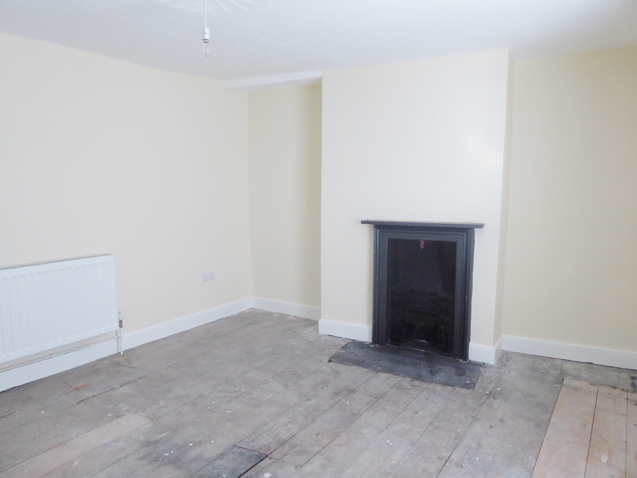 2 bedroom end terraced house For Sale in Abergele - Photograph 8