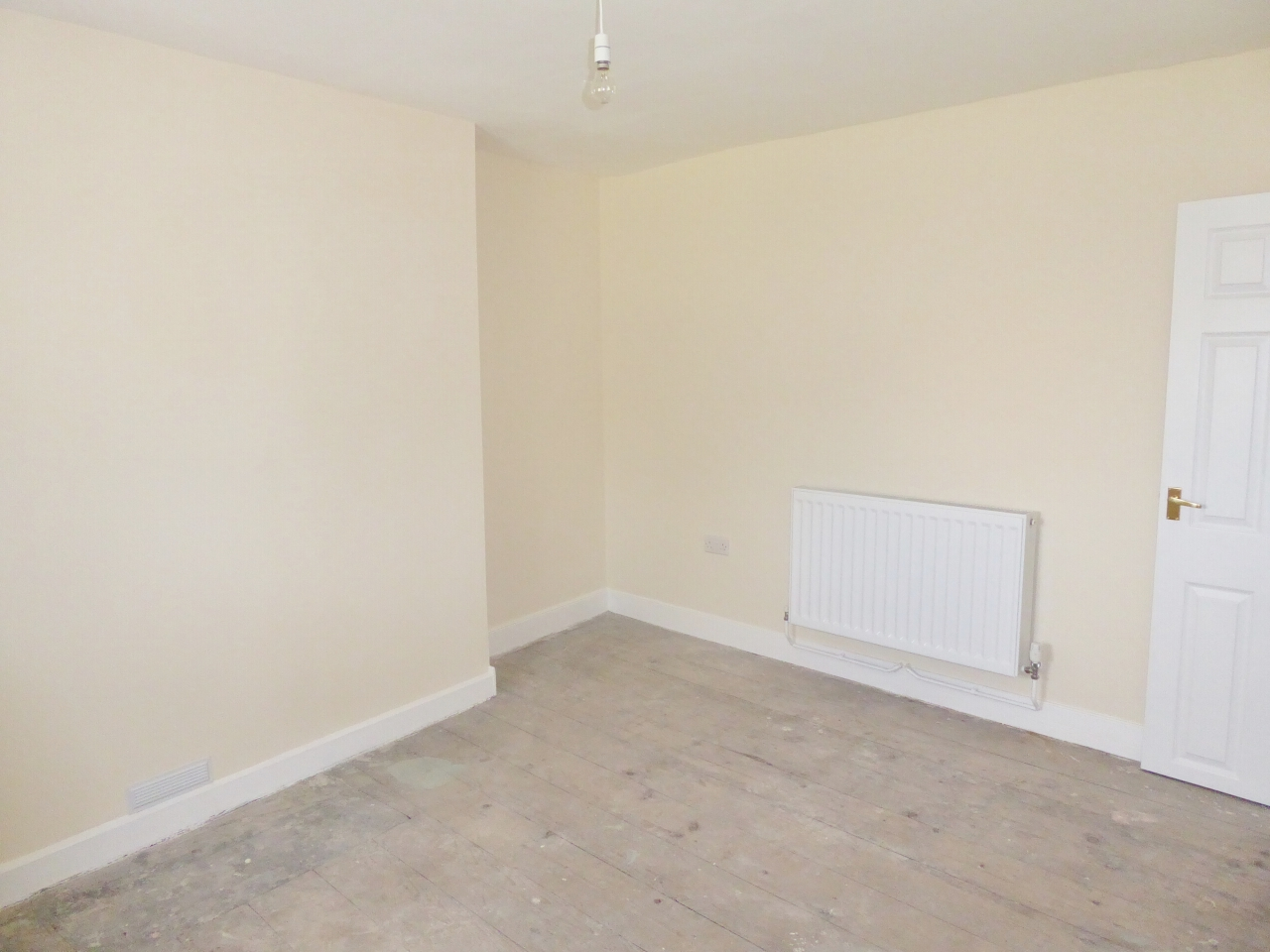 2 bedroom end terraced house For Sale in Abergele - Photograph 10