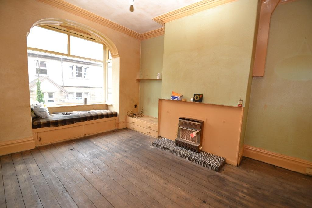 5 Bedroom Mid Terraced House For Sale - Photograph 4