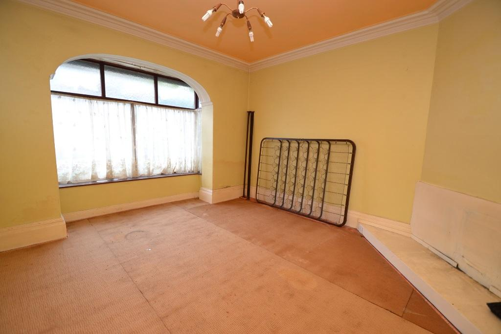 5 Bedroom Mid Terraced House For Sale - Photograph 3