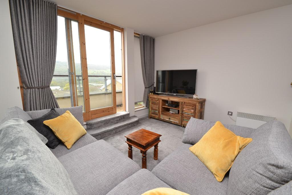 2 Bedroom Penthouse Flat/apartment For Sale - Photograph 2