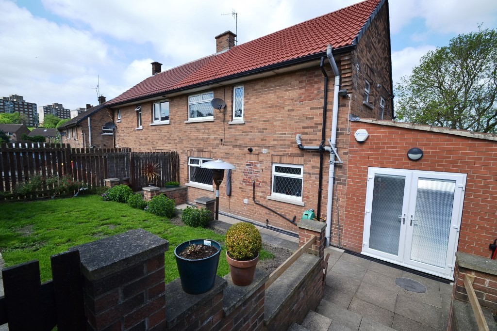 3 Bedroom Semi-detached House For Sale - 17