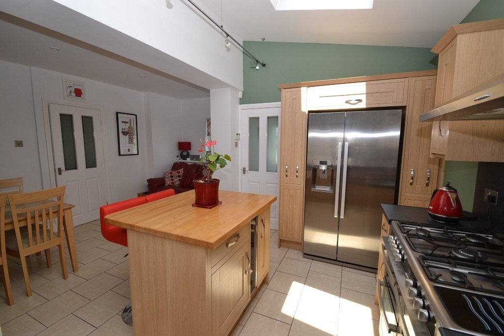 3 Bedroom Semi-detached House For Sale - 8