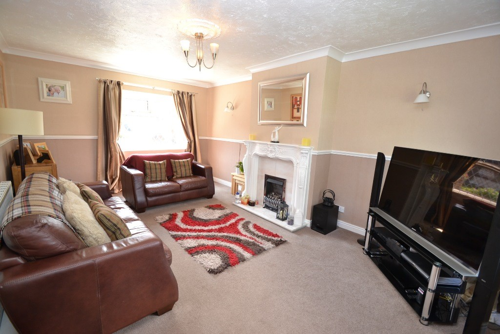 3 Bedroom Semi-detached House For Sale - 3